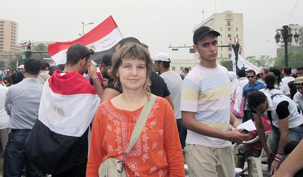 """טופקצ'י בהפגנה בקהיר ב־2011. """"גדלתי בתקופה של צנזורה בטורקיה. הייתי בטוחה שהאינטרנט ישנה הכל"""""""