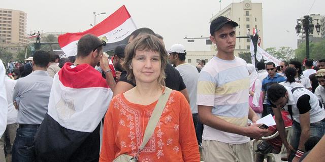 מוסף שבועי 17.8.17 פרופסור זיינפ טופקצ'י בהפגנה ב- 2011 קהיר