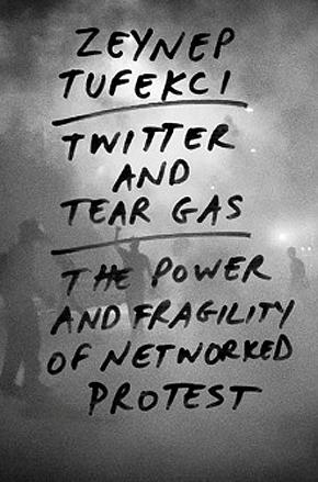 """עטיפת הספר """"טוויטר וגז מדמיע"""""""