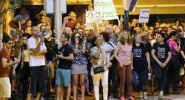 """מפגינים הערב בפ""""ת, צילום: מוטי קמחי"""