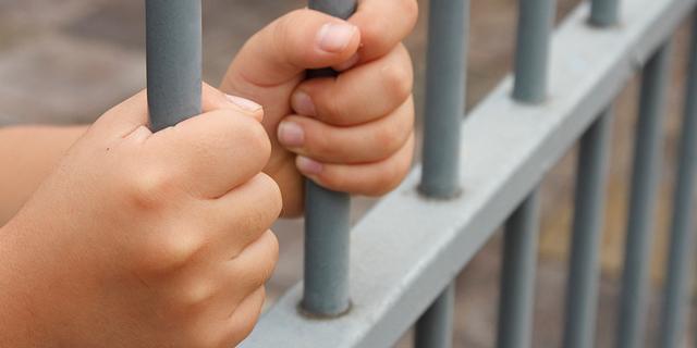 """21 חודשי מאסר לסוחר ני""""ע לשעבר בבנק אוצר החייל שהורשע בעבירות תרמית"""