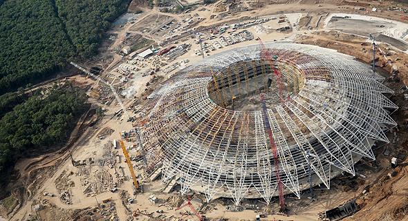"""""""היינו רוצים שקצב הבנייה יהיה מהיר יותר"""", הגיב סרגי פונומריוב, סגן מנכ""""ל חברת הבנייה PSO קאזן. """"לפי החישובים שלנו, אנחנו בעיכוב של 30 ימים""""., צילום: אי פי איי"""