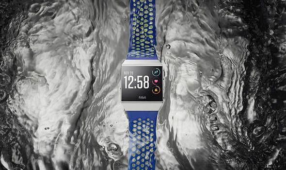 השעון החכם של Fitbit - שחייה, מוסיקה ושיחות