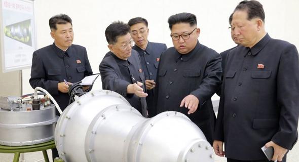 קים ג'ונג און צפון קוריאה בוחן מתקן גרעיני, צילום: Korean Central News Agency