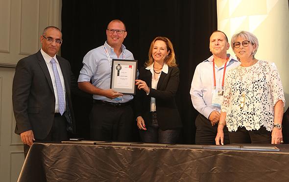 מימין: יפה ויגודסקי, אילן לוין, גלית חמי, נציג הזוכה - רשות ניירות ערך - עודד שפירר ואורן גרופי