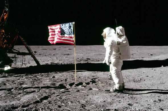 קונספירציה מול מציאות: למה כבר לא טסים לירח?