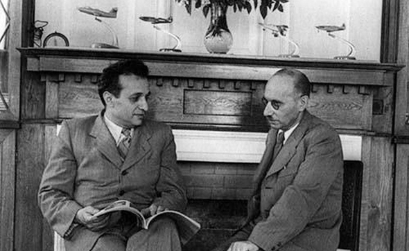 מימין: מיכאיל גורביץ' וארטיום מיקויאן
