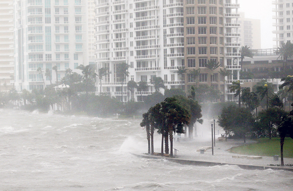 סופה הוריקן ב ביסקיין ביי פלורידה