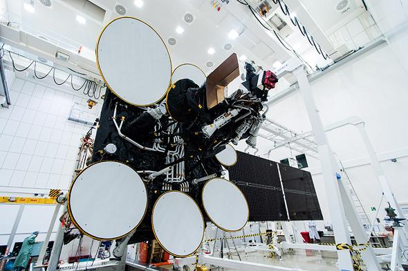 לוויין עמוס 4 של חלל תקשורת. האם צריכים נציגים מפלנטה אחרת?