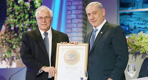 """פרופ' אשחר מקבל את פרס ישראל, 2015. """"לזכותו ייאמר שלא הפסיק להאמין בשיטת הטיפול"""""""