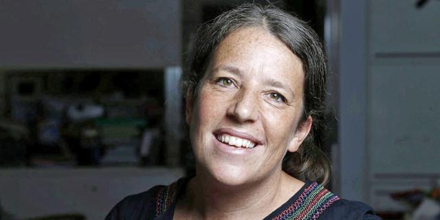 המתנדבת השבדית: האוצרת סנדרה וייל מאמינה שניתן לגשר על מחלוקות בעזרת אמנות