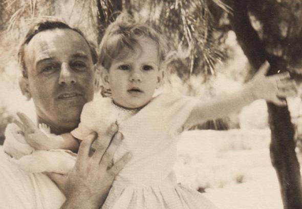 הרטמייר ואביה לאון. קרא את טיוטת הספר לפני מותו, צילום: מהאלבום הפרטי