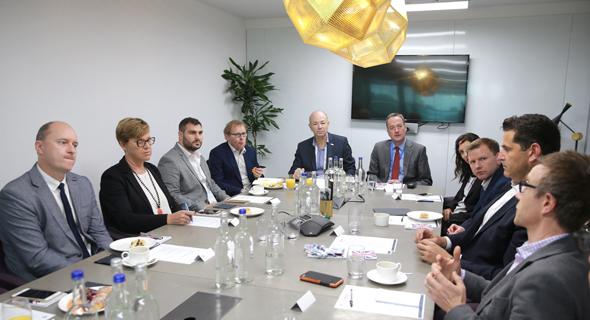 שולחן עגול ישראל-UK , צילום אוראל כהן