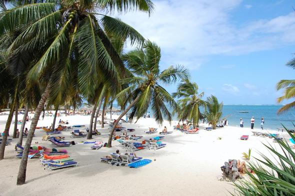 חוף הים במומבסה. מסתבר שהאטרקציה היא במחירים, צילום: travelmombasa