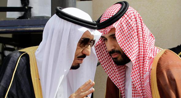 מימין יורש העצר מוחמד בן סלמאן ואביו המלך סלמאן