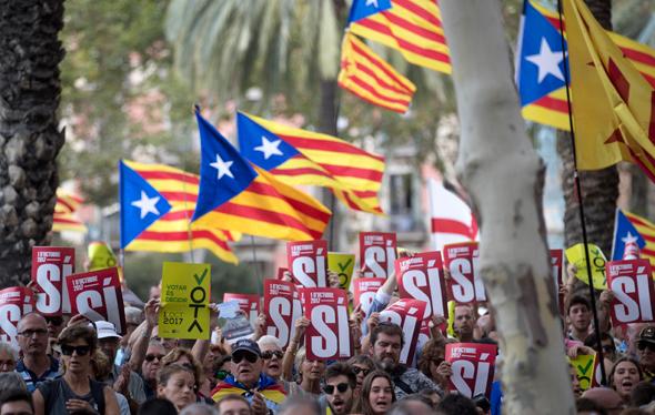המונים ברחובות ברצלונה, צילום: אי פי איי