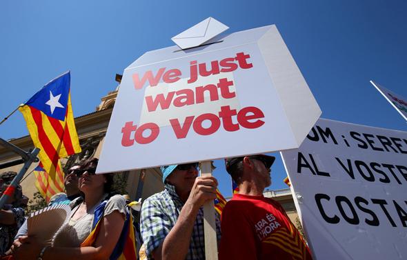 משאל העם מיועד ל-1 באוקטובר. ההפגנות בברצלונה, צילום: רויטרס