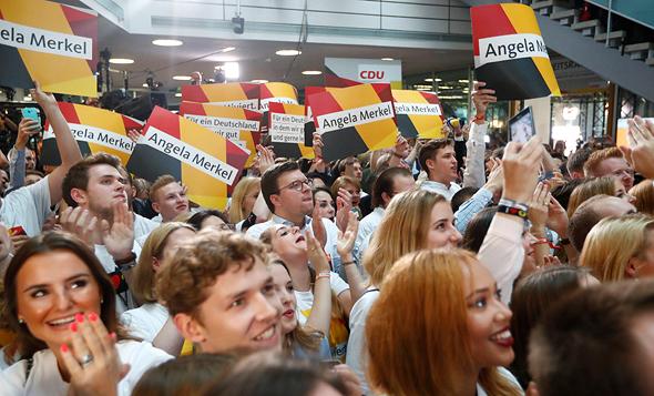 תומכים של אנגלה מרקל בחירות לפרלמנט ב גרמניה, צילום: רויטרס