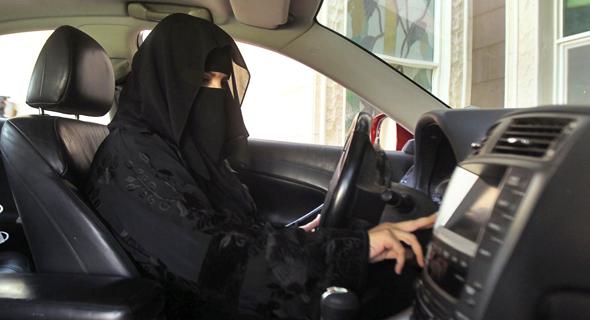 אשה סעודית נוהגת , צילום: רויטרס