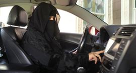 אשה נוהגת בסעודיה, צילום: רויטרס