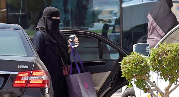 אשה סעודית במכונית, צילום: איי.אף.פי