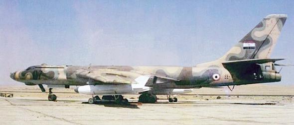 טופולב 16 מצרי, כשתחת כנפיו טילי שיוט