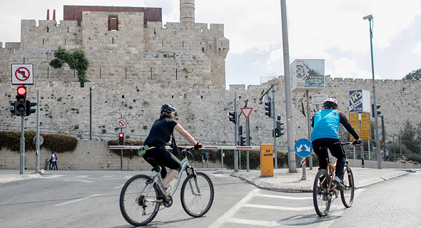 Bike riders on Yom Kippur in Jerusalem
