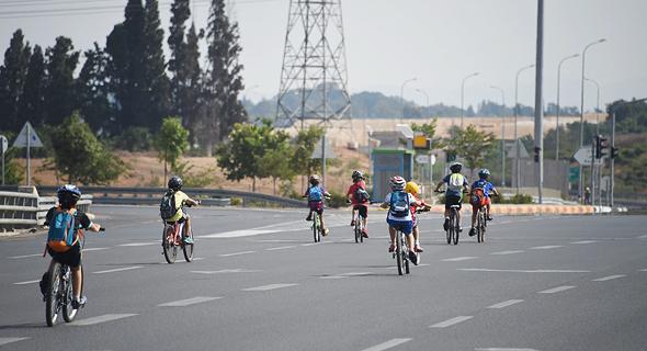 Bike riders on Yom Kippur