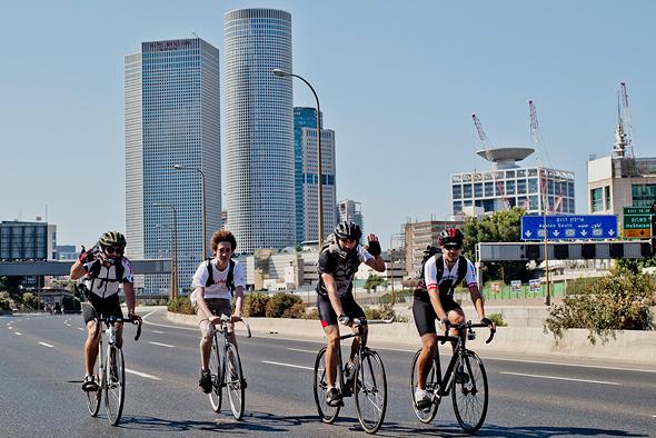 Riding bikes on Yom Kippur in Tel Aviv