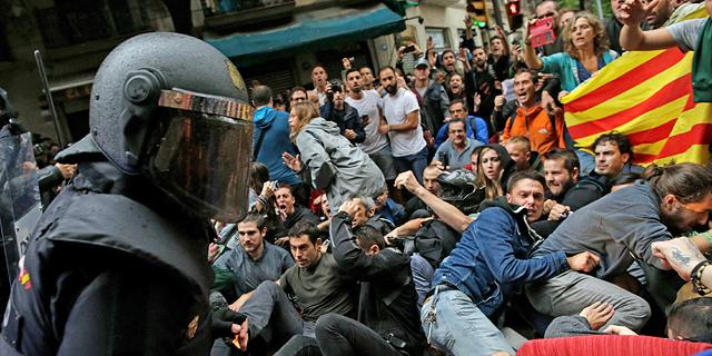 התנגשויות אלימות בברצלונה, צילום: איי פי