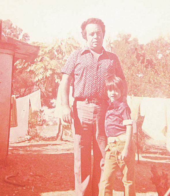 אבי גבאי בן ה-6 עם אביו משה