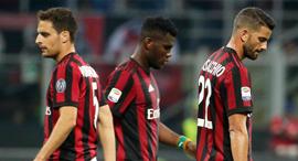 שחקני מילאן כדורגל איטלקי מאוכזבים, צילום: אי פי איי