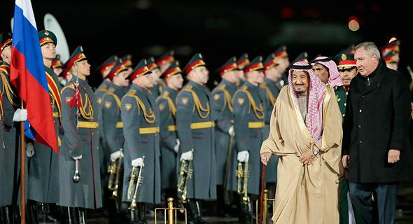 סלמאן, מלך סעודיה, מתקבל ברוסיה על ידי משמר כבוד