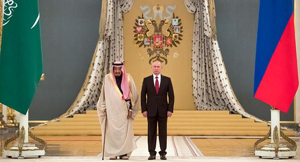 נשיא רוסיה ולדימיר פוטין מקבל את מלך סעודיה ל רוסיה, צילום: איי פי