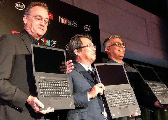 מימין ארימאסה ניוטה המעצב שהמציא את Thinkpad דיוויד היל סגן נשיא בכיר לעיצוב ב לנובו מחשב נייד, צילום: ניצן סדן
