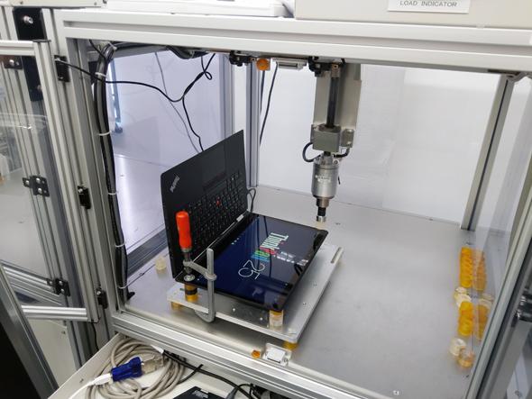 מחשב בניסוי עומס במעבדת ימאטו ביוקוהמה, צילום: ניצן סדן
