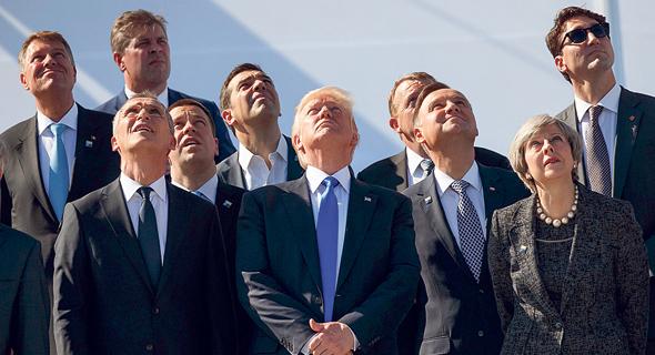 """טראמפ בביקור במפקדת נאט""""ו בבריסל, במאי. """"הנזק שהוא גורם לעמודי התווך של העוצמה האמריקאית הוא אדיר"""" , צילום: איי פי"""