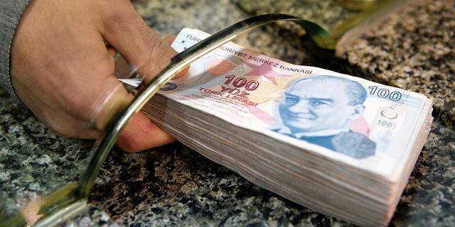 הלירה הטורקית הגיעה לשפל חדש מול הדולר