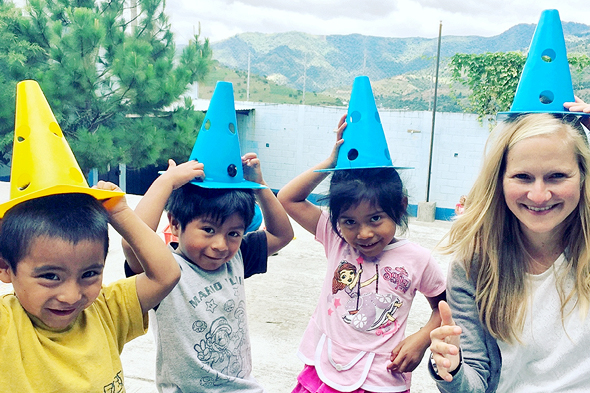 גואטמלה. Niños de Guatemala ארגון שעוסק בחינוך