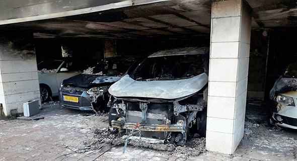 רכב שרוף של בכיר בחברת הפניקס, צילום: כבאות והצלה גבעתיים