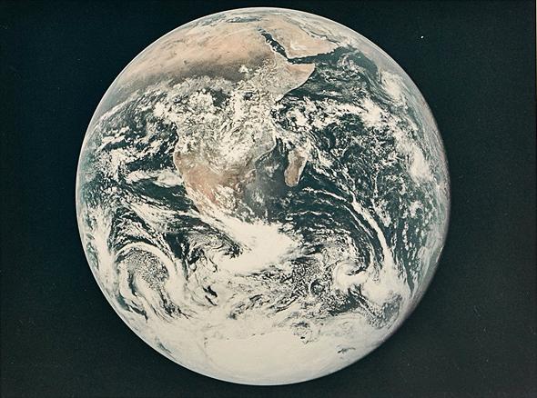 כדור הארץ מאפולו 17, 1972. מחיר משוער: 1,000-1,500 דולר, צילום: NASA
