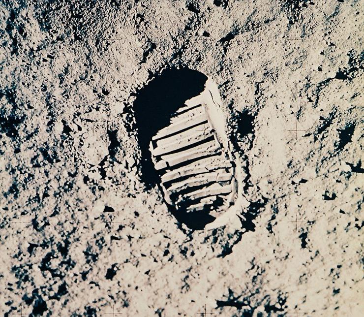 טביעת הנעל של האסטרונאוט באז אולדרין על הירח, 1969. מחיר משוער:  800-1,200 דולר, צילום: NASA