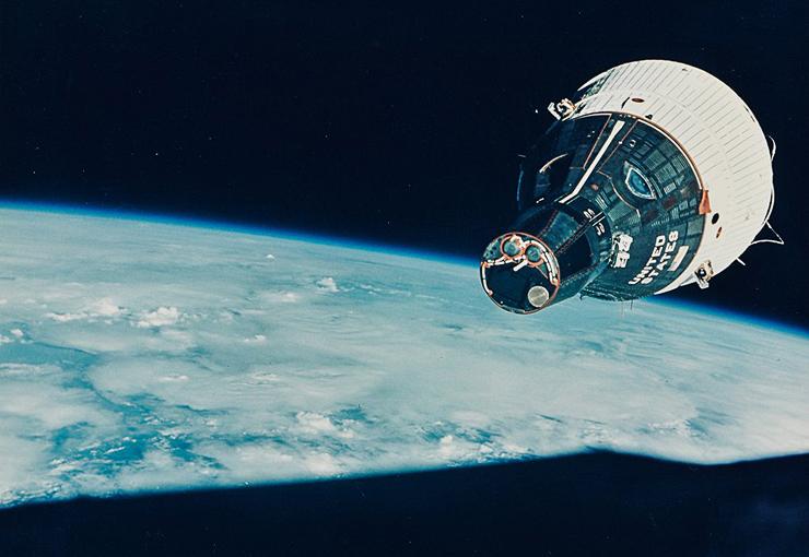 ג'מיני 7 מקיפה את כדור הארץ, דצמבר 1965. מחיר משוער: 1,500-2,500