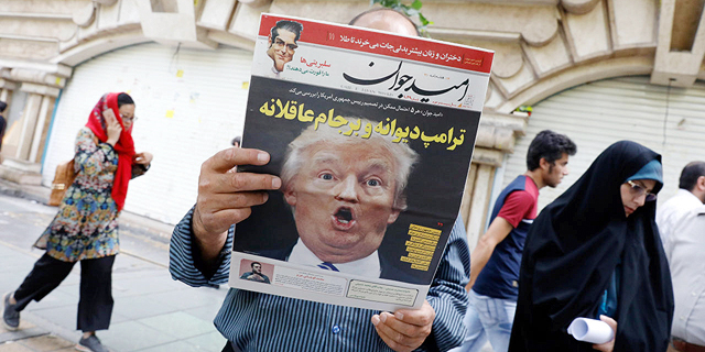 טראמפ על שער עיתון איראני בסוף השבוע, צילום: אי פי איי