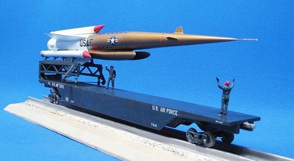 דגם של טיל פלוטו על מסילת שיגור