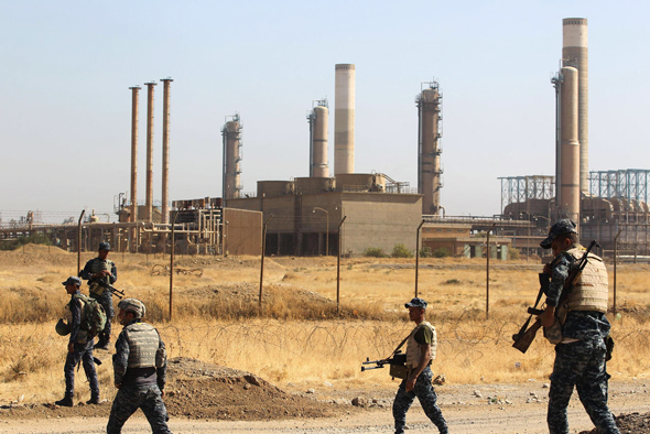 חיילים עיראקים במתקן נפט במדינה