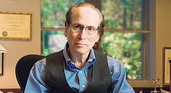 פרופ' סטיבן שוורץ מאוניברסיטת דיוק שנשכר על ידי בנק לאומי