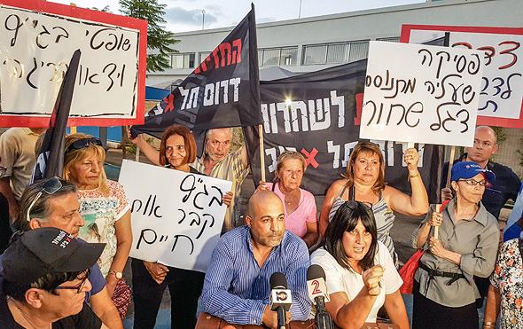 """הפגנה נגד בג""""ץ, אוגוסט 2017. """"בג""""ץ לא צריך לדאוג שרוב הציבור יאהב אותו, הוא צריך להגן על ערכים דמוקרטיים"""", צילום: יריב כץ"""