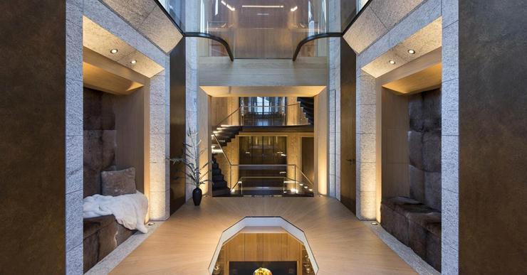 ניתן להגיע לשבע הקומות של הבית באמצעות גרמי מדרגות המעוצבים בצורת משושה, צילום: Senada Adzem