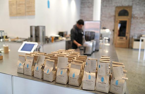 סניף קפה בלו באטל Blue Bottle, צילום: רויטרס